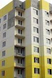 Construcción del edificio de varios pisos de losas Fotografía de archivo