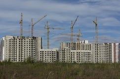 Construcción del equipo del buildingsconstruction del apartamento, grúa Imágenes de archivo libres de regalías
