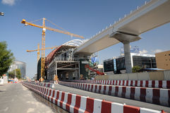 Construcción del metro en la ciudad de Dubai Foto de archivo