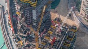 Construcción del nuevo rascacielos moderno en el timelapse aéreo de la ciudad de Dubai, United Arab Emirates almacen de video