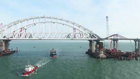 Construcción del puente crimeo El proceso de construir un puente Palmos y arcos de junta del puente metrajes