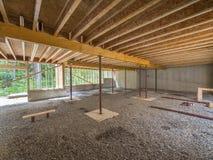 Construcción del sótano debajo de una nueva casa Foto de archivo libre de regalías