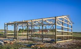 Construcción en barrios residenciales periféricos, los E.E.U.U. del garaje Madera, sistema de madera del braguero del tejado Edif Fotos de archivo libres de regalías
