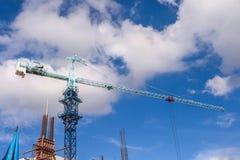 Construcción en día nublado Fotos de archivo
