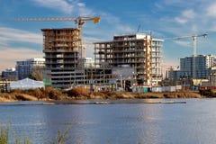 Construcción en el riverbank Fotografía de archivo