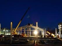 Construcción en la noche imagen de archivo libre de regalías