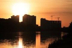 Construcción en la puesta del sol Fotos de archivo libres de regalías
