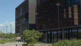 Construcción estableciendo exterior moderno del negocio de la oficina de la arquitectura del tiro almacen de video