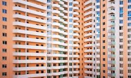 Construcción gigante de los multi-apartamentos foto de archivo