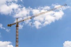 Construcción industrial Crane On Blue Sky Fotos de archivo libres de regalías