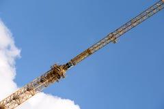 Construcción industrial Crane On Blue Sky Imagen de archivo libre de regalías