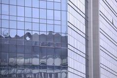 Construcción moderna de los frentes del vidrio y del acero fotografía de archivo libre de regalías