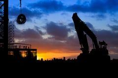 Construcción Slhouette en la salida del sol Fotografía de archivo