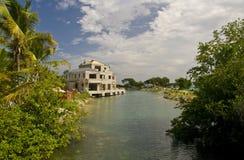 Construcción tropical del hotel foto de archivo libre de regalías