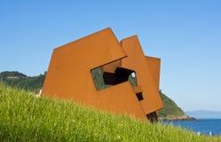 Construcción Vacía (leere Struktur), durch Jorge Oteiza in Donostia Stockfotos