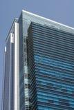 Construcción y cielo azul Fotos de archivo libres de regalías