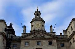 Construcción y reloj de los guardias de caballo Whitehall, Londres, Reino Unido fotografía de archivo libre de regalías