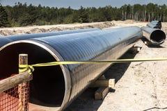 Construcci?n de la tuber?a del gas natural licuado del terminal del GASERO en Swinoujscie en Polonia fotografía de archivo