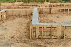 Construcción de la fundación de la nueva casa Fotos de archivo libres de regalías