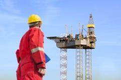 Construcción de la plataforma petrolera Imágenes de archivo libres de regalías