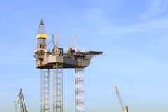 Construcción de la plataforma petrolera Imagen de archivo libre de regalías