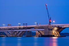 Construcción de puente en la noche Fotos de archivo
