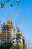 Construcción grande Grúas enormes Fotografía de archivo libre de regalías