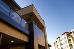Construcciones de viviendas caseras modernas Imagenes de archivo
