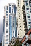 Construcciones de viviendas con el cielo Foto de archivo libre de regalías