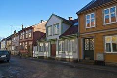 Construcciones de viviendas de madera viejas en Halden. foto de archivo