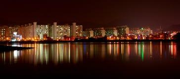 Construcciones de viviendas en la noche Fotos de archivo libres de regalías