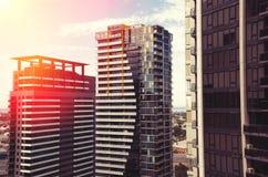 Construcciones de viviendas en puesta del sol Imágenes de archivo libres de regalías