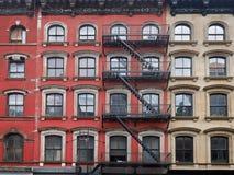 Construcciones de viviendas viejas de Manhattan Imagen de archivo