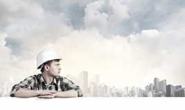 Constructeur avec le panneau d'affichage Photo stock