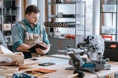 Constructeur concevant le nouveau moteur Photographie stock
