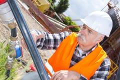 Constructeur d'ingénieur au chantier de construction Image libre de droits