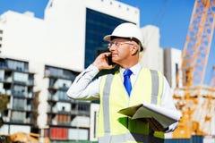 Constructeur d'ingénieur au chantier de construction Photographie stock libre de droits