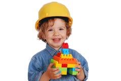Constructeur de petite fille avec la maison de bloc de jouet Images stock