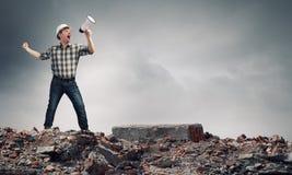 Constructeur faisant l'annonce image stock