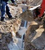 Constructeur installant des pipes Images libres de droits