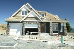 Constructeur à la maison neuf de voie de garage de Chambre Image stock