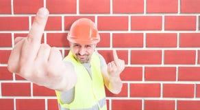 Constructeur masculin agissant sarcastique Photos libres de droits
