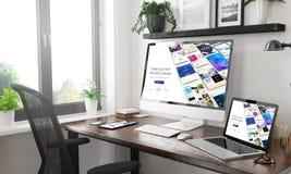 constructeur sensible de site Web de maquette sensible noire et blanche de dispositifs photo stock