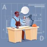Constructeur Sitting At Desk d'Afro-américain de bande dessinée travaillant à l'architecte Engineer de plan de bâtiment de modèle Image stock