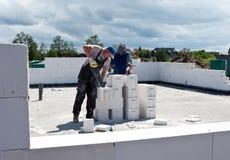 Constructeurs dans l'action images stock