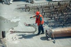 Constructeurs tout en travaillant Image stock