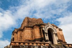 Construction antique de pagoda de brique chez Wat Chedi Luang en Chiang Mai Image libre de droits