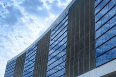 Construction avec le ciel bleu photographie stock