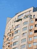 Construction brune urbaine moderne, plaques satellites Images stock
