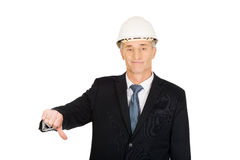 Construction businessman showing thumbs down Royalty Free Stock Photos